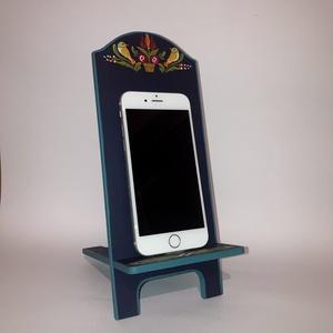 Mobil tartó, Otthon & Lakás, Tárolás & Rendszerezés, Íróasztali tároló, Festett tárgyak, Rétegelt lemezből készült telefontartó, mely szétszedhető két részre.\nTöltéshez is használható, a ve..., Meska