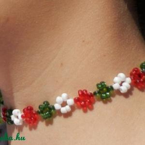 Gyöngy nyaklánc: 5-féle nemzeti színű, Ékszer, Nyaklánc, Nyakpánt, gallér, Gyöngyfűzés, gyöngyhímzés, Meska