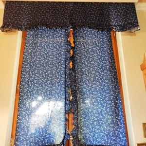Kékfestő függöny, romantikus sötétítőfüggöny, díszfüggöny , Konyhafelszerelés, Otthon & lakás, Lakberendezés, Varrás, Nagyon családias, meleg hangulatot adó függöny.\nSötétítőként és csipkével összekötve (kérésre adok h..., Meska