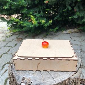 Fa tároló doboz, Lakberendezés, Otthon & lakás, Tárolóeszköz, Doboz, Gravírozás, pirográfia, Fából készült fa tároló doboz, lézer vágott, középen osztott. Mérete 19x13x5 cm. Lehetőség van a tet..., Meska