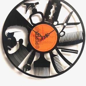 Falióra bakelit lemezből, Dekoráció, Otthon & lakás, Lakberendezés, Falióra, óra, Gravírozás, pirográfia, Bakelit lemezből készült falióra, egy darab AA elemmel működik. Az elem nem tartozéka. Csendes működ..., Meska