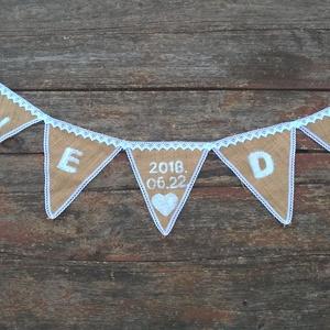 Mondj igent! Esküvői vintage zászlófűzér, fotózáshoz, esküvői dekorációnak, lakásdekorációnak, Dekoráció, Otthon & lakás, Esküvő, Esküvői dekoráció, Szerelmeseknek, Ünnepi dekoráció, Varrás, Mondj Igent!-Klasszikus esküvői dekoráció a vintage-rusztikus esküvőre!\n\nKépen látható termékhez has..., Meska