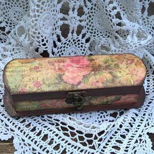 Rózsás kottás tolltartó -Vintage tolltartó , Egyéb, Naptár, képeslap, album, Otthon & lakás, Jegyzetfüzet, napló, Ballagás, Ünnepi dekoráció, Dekoráció, Decoupage, transzfer és szalvétatechnika, Ajándékba vagy akár magadnak!\n\nA tolltartótt dekupázsolva készítettem a vintage jegyében, kopottas s..., Meska