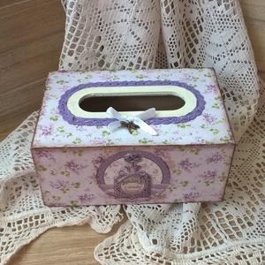 Levendula szitakötővel-papírzsepi tartó doboz, Doboz, Tárolás & Rendszerezés, Otthon & Lakás, Festett tárgyak, Decoupage, transzfer és szalvétatechnika, Zsebkendőknek egy szép romantikus, dekoratív dobozt készítettem, levendula virágok ölelésében.\n\nLegy..., Meska