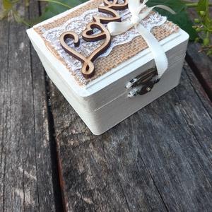 LOVE- Szerelem-Esküvői dobozka, gyűrűtartó vintage hangulatban., Esküvő, Gyűrűpárna, Esküvői ékszer, Decoupage, transzfer és szalvétatechnika, A csodás nagy napotok különleges pillanatához készítettem el ezt LOVE szíves feliratú dobozkát. \n\nVi..., Meska