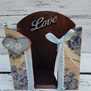 Kék virágok - Papírzsebkendő tartó  , Zsebkendőtartó, Tárolás & Rendszerezés, Otthon & Lakás, Decoupage, transzfer és szalvétatechnika, Legyen otthonod hangulatos dísze, vagy ajándékba is adhatod. \n Asztalon, szekrényen is jól mutat, de..., Meska