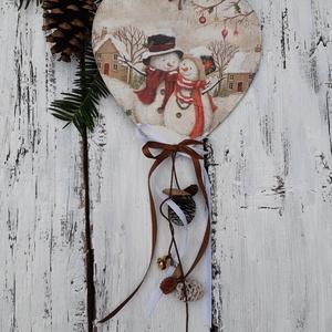 Hóemberek- karácsonyi dekoráció, akasztós dísz, szívalakú tábla,, Karácsonyi kopogtató, Karácsony & Mikulás, Otthon & Lakás, Varrás, Kedves hóemerek köszönthetik a téli időszakban a hozzád látogatókat.\n\nA faszívet dekupázsoltam, hópa..., Meska