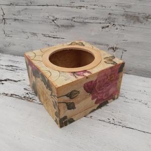Rose- Rózsás papír zsebkendő  asztali tartó , Zsebkendőtartó, Tárolás & Rendszerezés, Otthon & Lakás, Decoupage, transzfer és szalvétatechnika, A papírzsebkendők szép, dekoratív tárolója lehet a szekrényen, asztalon.\nAz alja kihúzható, így könn..., Meska