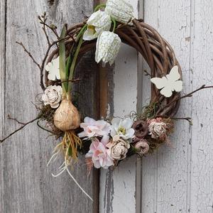 Virágos kert- tavaszi - nyári ajtódísz, koszorú, kopogtató, Ajtódísz & Kopogtató, Dekoráció, Otthon & Lakás, Virágkötés, A természetesség jegyében készült.\n\nSzép, dekoratív kopogtató fogadhatja az ajtódon a hozzád érkezők..., Meska
