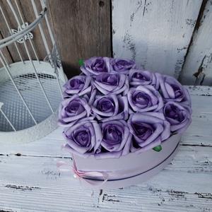 Rózsa box, Lila rózsák szívdobozban - ajándék szülinap, névnap, egyéb alkalmakra!, Doboz, Tárolás & Rendszerezés, Otthon & Lakás, Virágkötés, Romantikus stílusú virágbox.\nLila rózsák szívdobozban.\nAjándékozd meg vele ismerősöd, , Szülinapra, ..., Meska