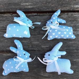 Ugráló kék nyuszik- húsvéti, tavaszi díszek, barka díszek, Otthon & lakás, Dekoráció, Ünnepi dekoráció, Húsvéti díszek, Varrás, Vidám, szaladós  nyuszik otthonod díszítésére, vagy ajándékba is adhatod.\n\nKülönféle mintázatú pamut..., Meska