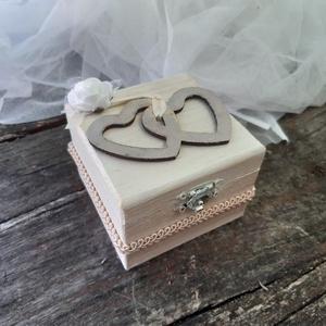 Wedding Hearts- Esküvői  dobozka- esküvői ajándékdoboz, , Ékszer, Ékszerdoboz, Ékszertartó, Egyedi vintage stílusú dobozka, belsejében a gyűrűket a szalagra helyezheted. Nászajándék pénz átadá..., Meska