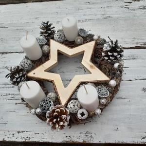 Karácsonyi csillag- Adventi koszorú,  karácsonyi  dekoráció, karácsonyi  asztali dísz, Otthon & Lakás, Karácsony & Mikulás, Karácsonyfadísz, Virágkötés, Fények az adventi asztalon. A koszorú alapját természetes anyagok adják, a csillogó kiegészítők tesz..., Meska