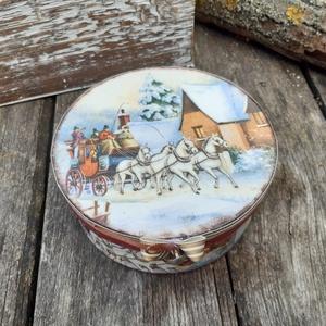 Téli utazás- karácsonyi ajándékdoboz, nosztalgikus ajándék, Karácsony & Mikulás, Karácsonyi csomagolás, Különleges kerek doboz egy különleges alkalomra. Felhasználhatod  kisebb méretű ajándék átadására, d..., Meska