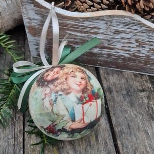 Kislányok ajándékokkal- Nosztalgia gömb, karácsonyfa dísz,  dekoráció,  , Karácsony & Mikulás, Karácsonyfadísz, A régi karácsonyt idézi ez a karácsonyi gömb.  A hungarocell gömböt a nosztalgia jegyében készítette..., Meska