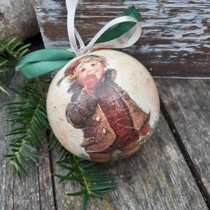 Kisfiú szánkóval- Nosztalgia gömb, karácsonyfa dísz,  dekoráció,  , Karácsony & Mikulás, Karácsonyfadísz, A régi karácsonyt idézi ez a karácsonyi gömb.  A hungarocell gömböt a nosztalgia jegyében készítette..., Meska