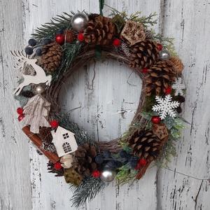 Téli lak- Adventi, karácsonyi  gallyas koszorú, bejárati ajtóra, téli dekoráció, Karácsony & Mikulás, Karácsonyfadísz, Virágkötés, \n\n\nTéli, ünnepi hangulatú otthonmelegítő koszorú.\n\n\n\nmérete: 30  átmérőjű\n \n\nNézz szét többi terméke..., Meska