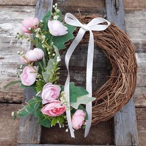 Romantikus virágok-koszorú, kopogtató, tavaszi, nyári, Otthon & Lakás, Dekoráció, Virágkötés, A tavasz hangulatát  árasztja ez a romantikus virág koszorú.\nAjándékba is adhatod.\n\nAz iszalag alapo..., Meska