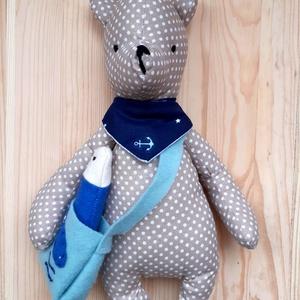 Morci, a halászó medve- gyerekjáték, textil játék, szerepjátékhoz játékfigura, Játék & Gyerek, Plüssállat & Játékfigura, Maci, Varrás, Morci medve a táskájába tette a kifogott halat. TextilJáték a gyerekek szerepjátékhoz.\nA Medve figur..., Meska