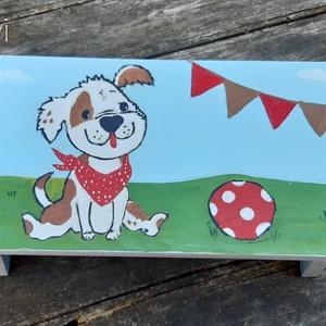 Kis kutya labdával- Játszó Sámli - Kézzel festett  sámli kicsiknek, nagyoknak Szülinapra, névnapra, keresztelőre, Otthon & Lakás, Bútor, Szék & Fotel, Festett tárgyak, Decoupage, transzfer és szalvétatechnika, A kis kutyus a gyerekek kedvence Szép, egyedi ajándék lehet. A nevet is ráfestem kérésedre.\n\nKézzel ..., Meska