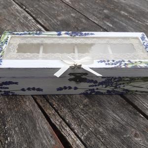 Levendulás doboz, üvegtetővel ékszeresnek, teásnak rendelhető, Otthon & Lakás, Tárolás & Rendszerezés, Doboz, Decoupage, transzfer és szalvétatechnika, Levendulamező ihlette.\nSzívesen készítek számodra is hasonló levendulás dobozt, melyben az ékszerek ..., Meska