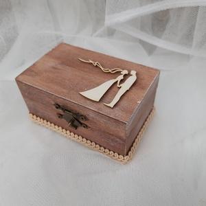 Menyasszony és Vőlegény-Esküvői dobozka, gyűrűtartó rusztikus gyűrű doboz, Esküvő, Kiegészítők, Gyűrűtartó & Gyűrűpárna, Decoupage, transzfer és szalvétatechnika, Személyre szóló gyűrűtartó dobozka, mely az esküvőtök szép pillanataihoz készült.\n\nRusztikus stílusú..., Meska