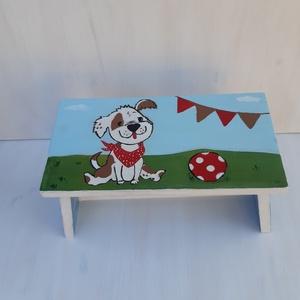 Kis kutya labdával- Játszó Sámli - Kézzel festett  sámli kicsiknek, nagyoknak Szülinapra, névnapra, keresztelőre - Meska.hu