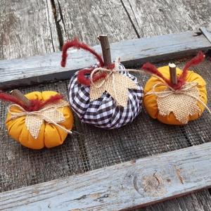 Mustár színű és barna kockás  textil tökök, dekoráció, őszi asztaldísz 3db, Otthon & Lakás, Dekoráció, Asztaldísz, Varrás, Meska