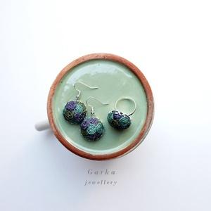 Fülbevaló, gyűrűvel, Ékszerszett, Ékszer, Varrás, Türkiz, kék és zöld színre festett kenderből készültek az ékszerek, ezüst színű kiegészítőkkel.\nA gy..., Meska