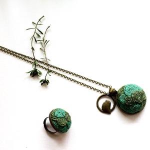 Tavasz szett, Ékszerszett, Ékszer, Varrás, Festett kenderből készültek az ékszerek,bronz kiegészítőkkel.\nA medál mérete 3 cm(2900Ft)\nA gyűrű mé..., Meska