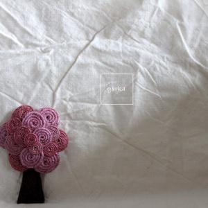 Fa bross (mályva), Kitűző, Kitűző & Bross, Ékszer, Varrás, Mályva és rózsaszín kenderből készült a bross.\nMéret: 7,5cm, Meska