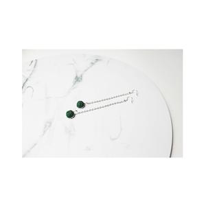 Bogyós fülbevaló (zöld), Ékszer, Fülbevaló, Ékszerkészítés, Varrás, Zöld bogyós fülbevaló, ezüst színű lánccal...\nA bogyók mérete 1cm.\nBármilyen hosszú lánccal kérhető!..., Meska