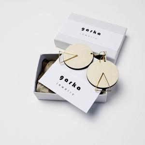 Fa fülbevaló, arany háromszöggel, Ékszer, Fülbevaló, Ékszerkészítés, Fa fülbevaló, arany színű háromszöggel.\nMéret: 3,5cm + akasztó, Meska