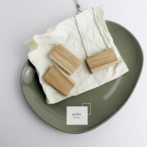 Bükkfa medál és fülbevaló, Ékszer, Ékszerszett, Ékszerkészítés, Nyers, kezeletlen fából készült a  medál és a fülbevaló.\nMéret: 5,5cm x 3,5cm\nA medál bármilyen hoss..., Meska