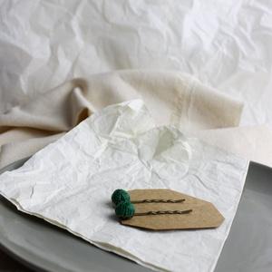 Hullámcsatok (zöld), Ruha & Divat, Hajdísz & Hajcsat, Hajcsat & Hajtű, Varrás, Zöld színű kenderzsinegből készültek a csatok, bronz színű alappal.\nA bogyók mérete 1cm.\nÁr: 900Ft/d..., Meska