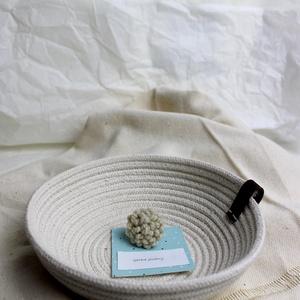 Gyapjú gyűrű, Ékszer, Gyűrű, Ékszerkészítés, Punch needle technikával készült, gyapjú gyűrű.\nEzüst, nemesacél vagy bronz színű alappal is kérhető..., Meska
