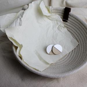 Mini minimalista fülbevaló, Ékszer, Fülbevaló, Ékszerkészítés, Mini minimalista fülbevaló, fából és alumíniumból, nemesacél alappal.\nMéret. 2cm, Meska