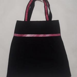 Fekete bevásárlós rózsaszín szalaggal, NoWaste, Bevásárló zsákok, zacskók , Táska, Divat & Szépség, Táska, Szatyor, Válltáska, oldaltáska, Varrás, Fekete vászonból keszült táska rózsaszín szalaggal díszítve.\nBélelve, belül egy zseb van.\nMéretek: 4..., Meska