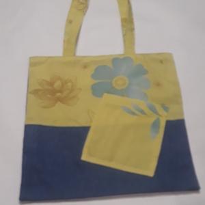 Zöld virágos táska, NoWaste, Bevásárló zsákok, zacskók , Táska, Divat & Szépség, Táska, Válltáska, oldaltáska, Szatyor, Varrás, A táska zöld, és virág mintás vászonból készült, bélelve, belül egy zsebbel és kulcstartó karabinerr..., Meska