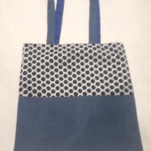 Kék pöttyös táska, Táska, Divat & Szépség, NoWaste, Bevásárló zsákok, zacskók , Táska, Válltáska, oldaltáska, Szatyor, Varrás, A táska kék, és pöttyös mintás vászonból készült, bélelve, belül egy zsebbel és kulcstartó karabiner..., Meska