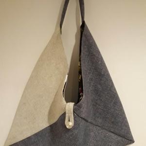 Beige és farmerkék origami háromszög táska, Táska, Divat & Szépség, Táska, Szatyor, Tarisznya, Válltáska, oldaltáska, Varrás, Beige és farmerkék színű vastag erős, kárpitos bútorszövetből készült táska. Bélelve, belül egy cipp..., Meska