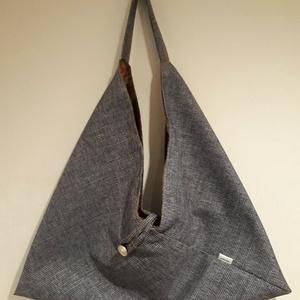 Farmerkék origami háromszög táska, Táska, Divat & Szépség, Táska, Szatyor, Tarisznya, Válltáska, oldaltáska, Varrás, Farmerkék színű vastag erős, kárpitos bútorszövetből készült táska. Bélelve, belül egy cippzáras zse..., Meska
