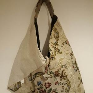 Gobelin és Beige origami háromszög táska, Táska, Divat & Szépség, Táska, Szatyor, Tarisznya, Válltáska, oldaltáska, Varrás, Gobelin és beige színű vastag erős, kárpitos bútorszövetből készült táska. Bélelve, belül egy cippzá..., Meska