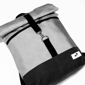 Szürke vízálló roll up hátizsák, Táska, Divat & Szépség, Táska, Hátizsák, Válltáska, oldaltáska, Laptoptáska, Varrás, A táska szürke vízálló vászonból készült, elől egy cipzáras zsebbel. Belül egy nagyobb laptop tartó ..., Meska