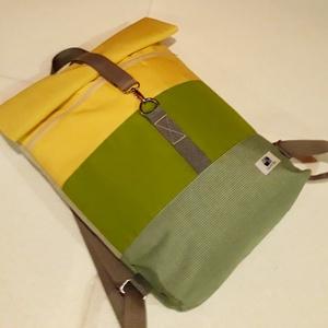 Sárga-zöld-szürke vízálló roll up hátizsák, Táska, Divat & Szépség, Táska, Hátizsák, Laptoptáska, Varrás, A táska sárga, zöld és szürke vízálló vászonból készült, elől egy cipzáras zsebbel. Belül egy nagyob..., Meska