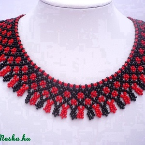 Fekete-piros  tradícionális népi gyöngygallér, gyöngynyaklánc, tászli, gyöngyékszer, Ékszer, Nyakpánt, gallér, Nyaklánc, Hagyományos, fekete-piros színekben készülő gyöngygallér.  Az ár a nyaklánc árát tartalmazza. Rendel..., Meska