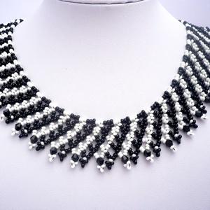 Fekete-fehér gyöngy nyaklánc, gyöngygallér, tászli, gyöngyékszer, Meska, Ékszer, Nyaklánc, Gyöngyös nyaklác, Gyöngyfűzés, gyöngyhímzés, Meska