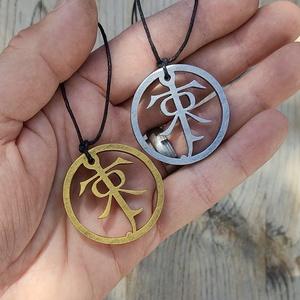 Tolkien szimbólum, A hobbit, Gyűrűk Ura, hűtőmágnes, szülinap, Aragorn, Gandalf, Legolas, Frodo, Gimli, ajandék, Ékszer, Nyaklánc, Szobrászat, A Tolkien szimbólumot ábrázoló kézműves nyaklánc.\nVálasztható: arany vagy ezüst.\nMedál mérete: 4x4 c..., Meska