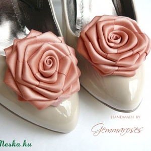 Púder rózsa cipőklipsz (gemma) - Meska.hu
