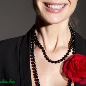 Piros rózsa, Ékszer, Kitűző, bross, Kiváló kiegészítője lehet menyecskéknek is akár!  Szirmait egyenként alakítottam, varrtam, hogy a le..., Meska